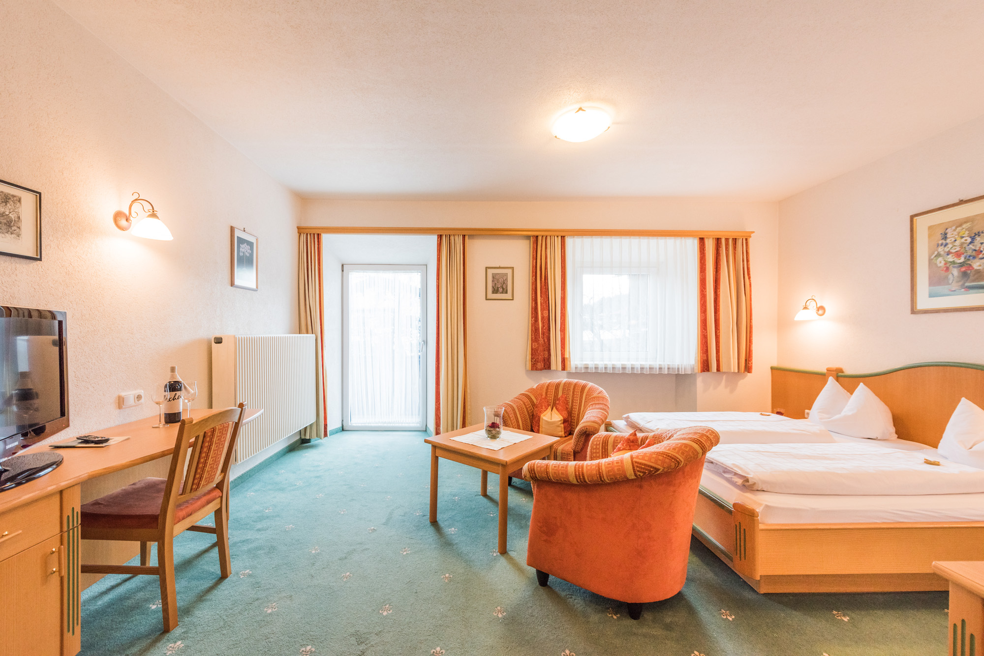 Webcam Elbigenalp Hotel Post